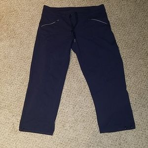 ATHLETA med navy activewear capri's, wore once!